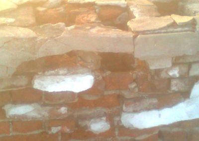 niezabezpieczone wyloty górne przewodow kominowych doprowadzaja do niszczenia kominów